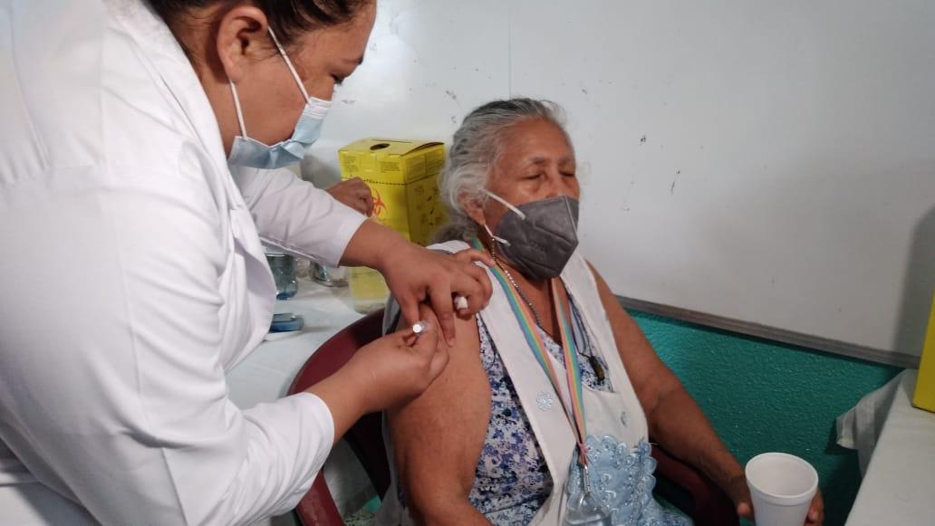 Nicaragüenses y extranjeros se vacunan voluntariamente contra la covid-19