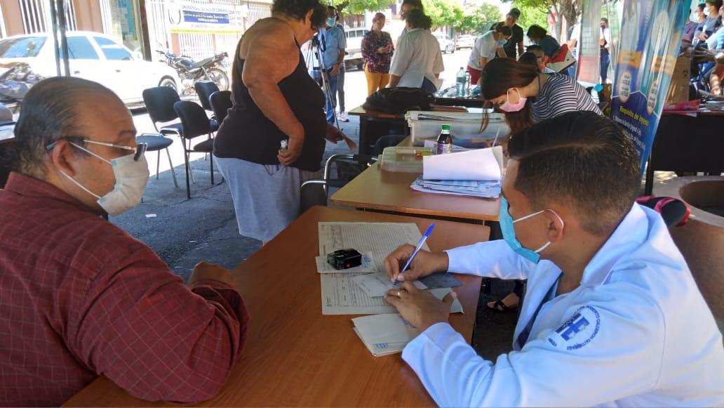 Comunidad universitaria y Ministerio de la Juventud acercan atención médica a la población