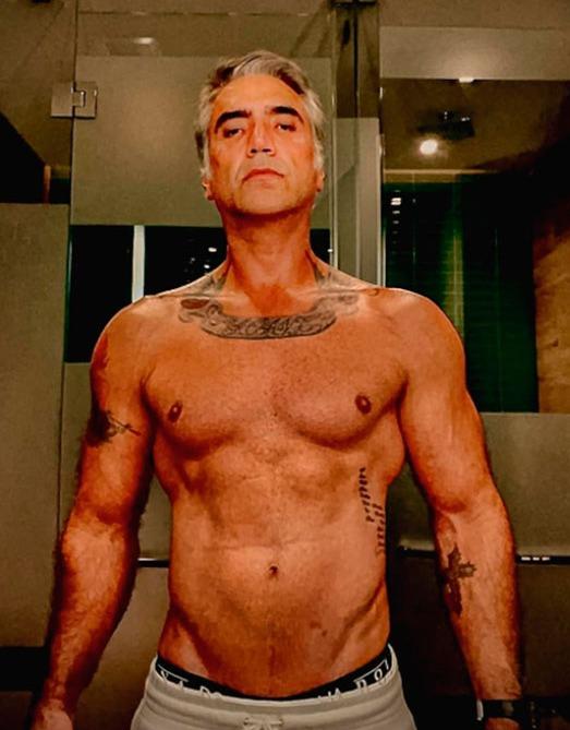 Alejandro Fernández presume cuerpazo a sus 50 años