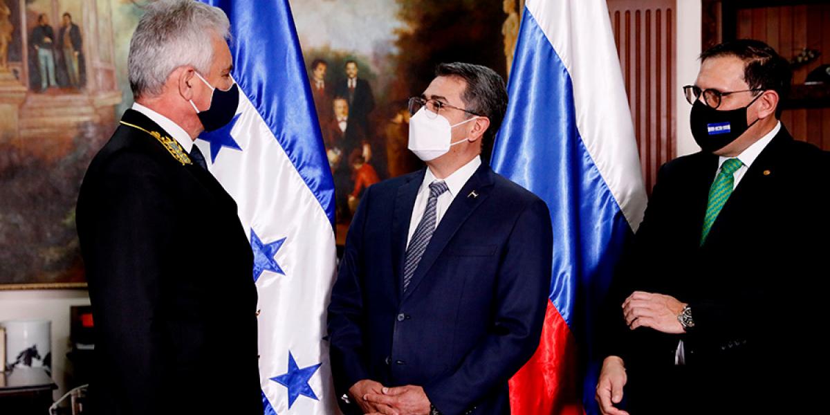 Autoridades hondureñas visitan Rusia para gestionar vacunas