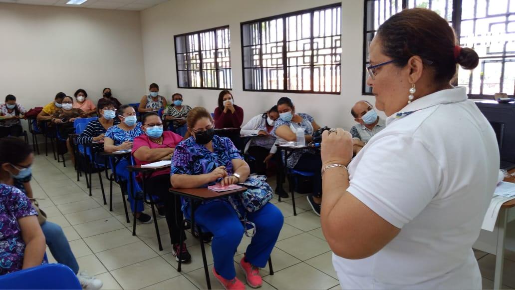 Imparten curso sobre manejo del dolor y nutrición a pacientes en rehabilitación