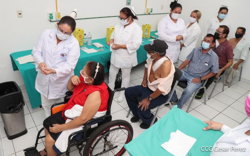 ¿Dónde se vacunarán contra la Covid-19 los trabajadores de salud y otros servidores en primera línea de riesgo?