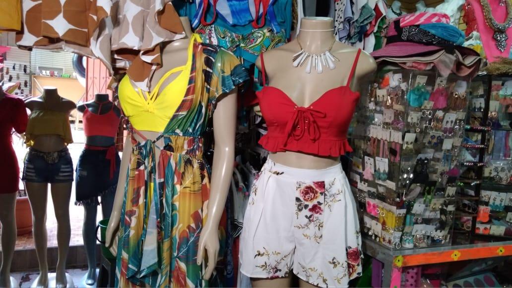 Encuentre en el mercado Roberto Huembes descuentos en prendas de vestir