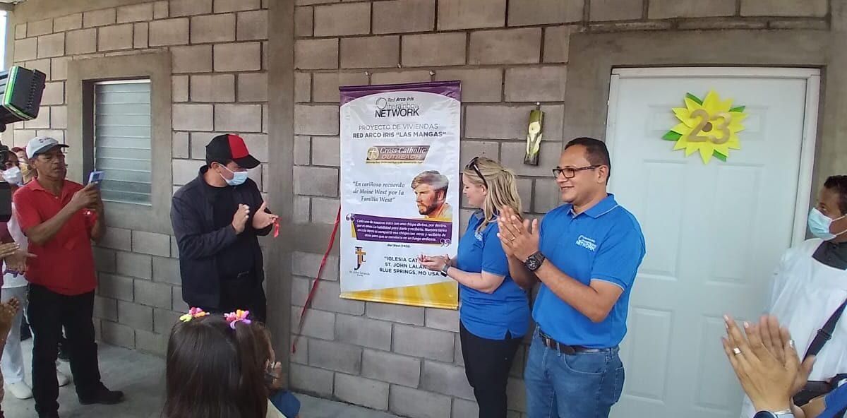 48 familias de comunidades rurales en San Isidro reciben viviendas de Red Arco Iris