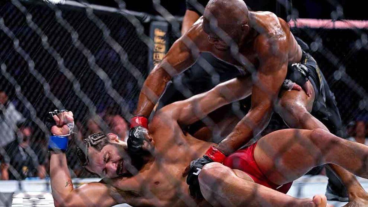 Jorge Masvidal es noqueado por Kamaru Usman en UFC 261
