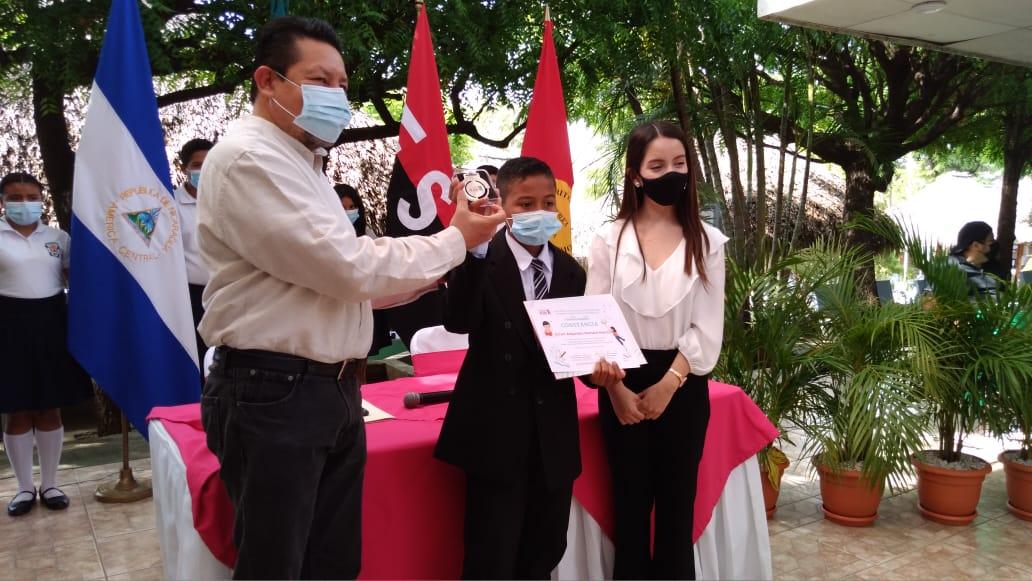 Entregan reconocimiento a ganadores del Concurso de Poesía Infantil