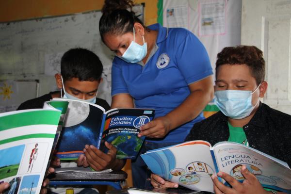Trabajan estrategias educativas en materia de lectura comprensiva