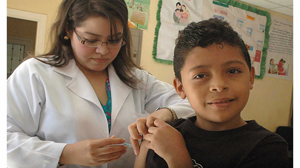 Jornada nacional avanza vacunando contra 16 enfermedades