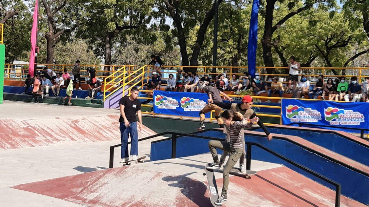 Jóvenes participan en el primer Campeonato de Skateboarding en Nicaragua