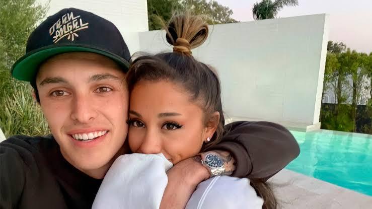 Ariana Grande contrae nupcias con Dalton Gómez