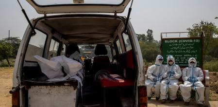 Aumentan muertes por Covid-19 en zonas rurales de la India