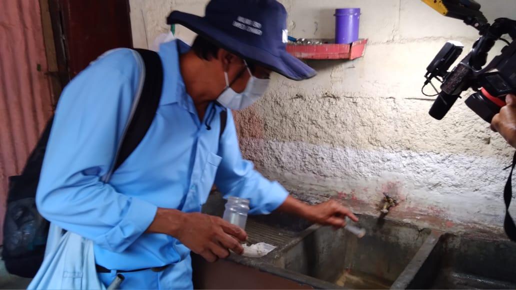 Brigadistas de salud continúan lucha contra el mosquito en el barrio Ayapal