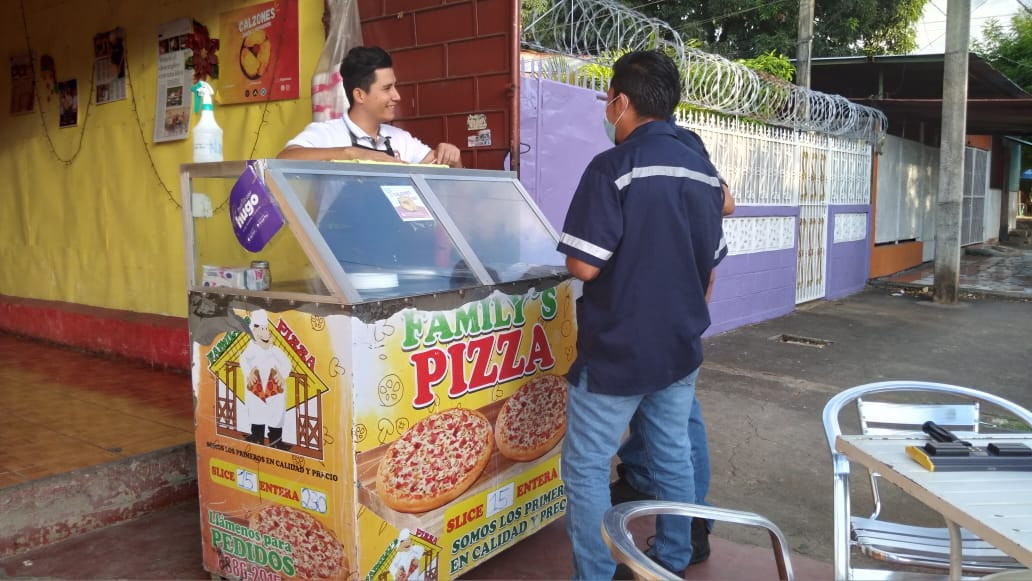 Celebración a las madres dinamiza comercio de Family Pizza