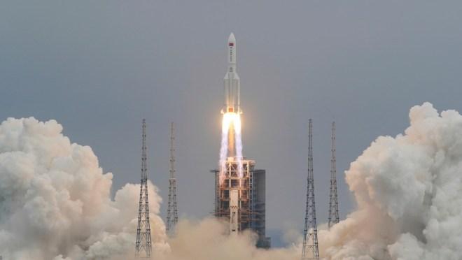 Restos del cohete chino caen sobre el océano Índico