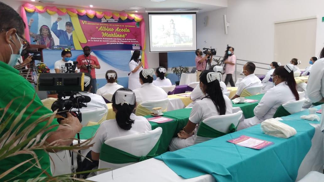 Enfermeros conmemoran su día compartiendo experiencias y conocimientos