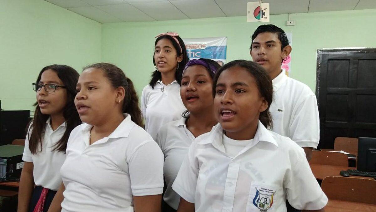 Estudiantes se preparan para celebrar a las madres nicaragüenses