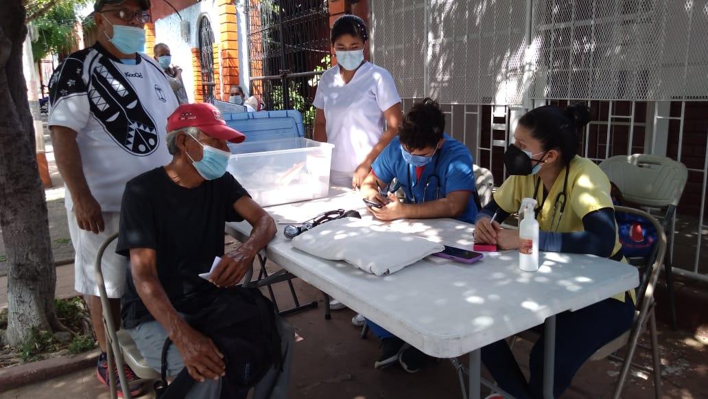 Habitantes de Monseñor Lezcano reciben atención médica en clínicas móviles