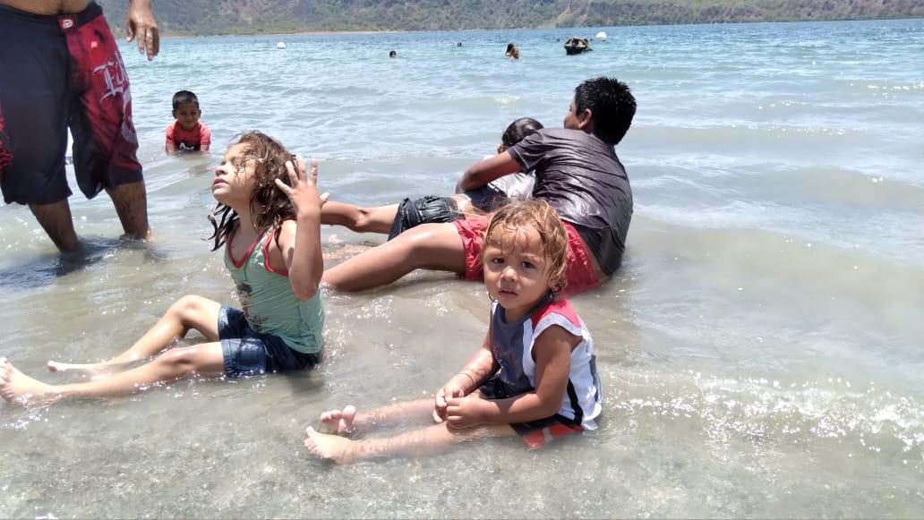 Laguna de Xiloá continúa siendo una buena opción para sofocar el calor