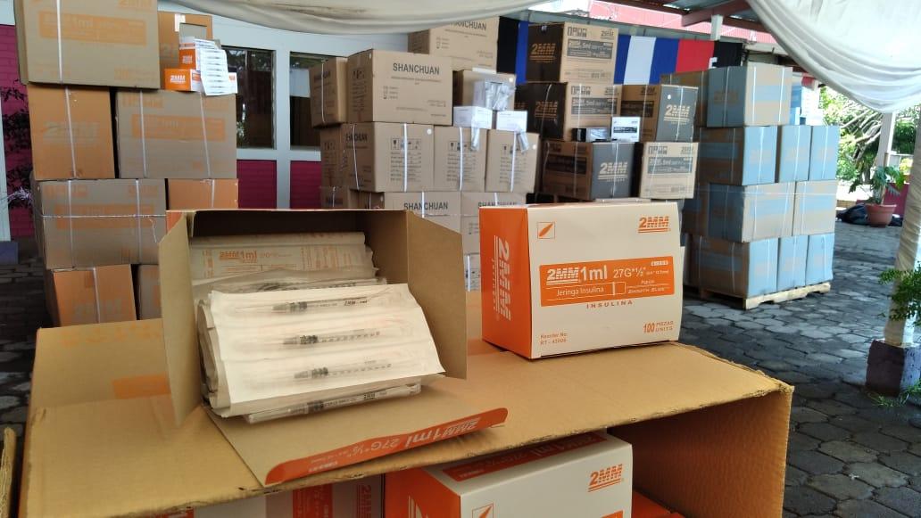 Ministerio de Salud recibe donación de jeringas y cajas de seguridad