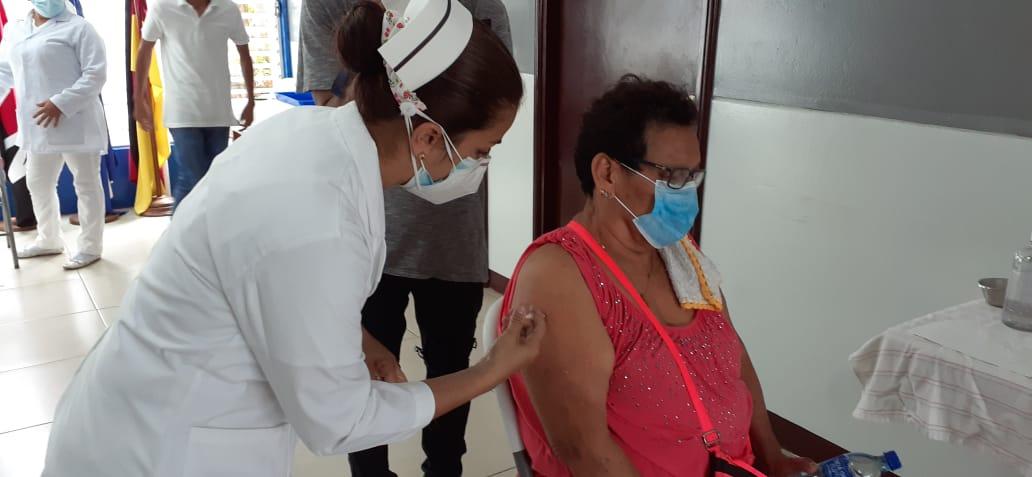 Nicaragüenses satisfechos con el proceso de vacunación contra la Covid-19
