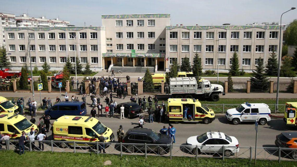Nueve muertos deja tiroteo en una escuela de Rusia