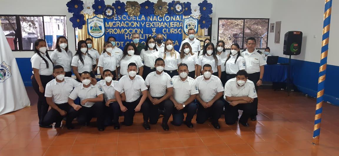 Oficiales de migración culminan curso de habilitación y procedimientos