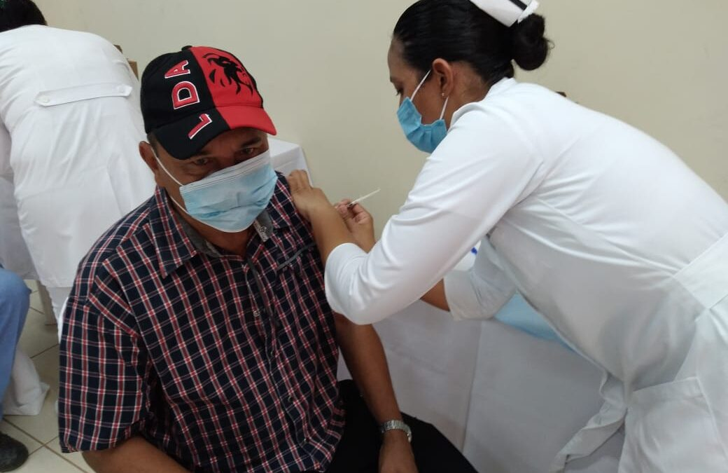 Rivenses acuden a la Jornada de Vacunación Voluntaria contra la Covid-19