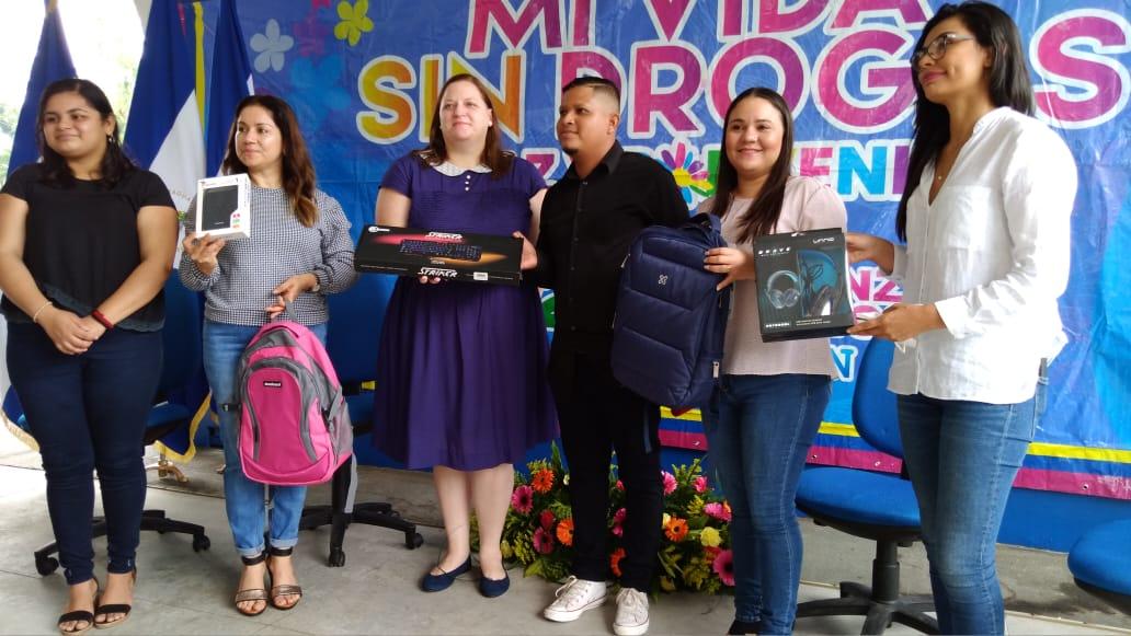 Premian a jóvenes creadores de productos digitales alusivos a la prevención de drogas