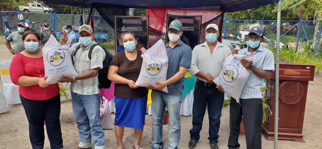 Productores de La Trinidad reciben semillas mejoradas para siembra de primera