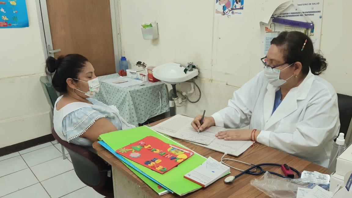 Puesto médico en el mercado Israel Lewites facilita atención a comerciantes