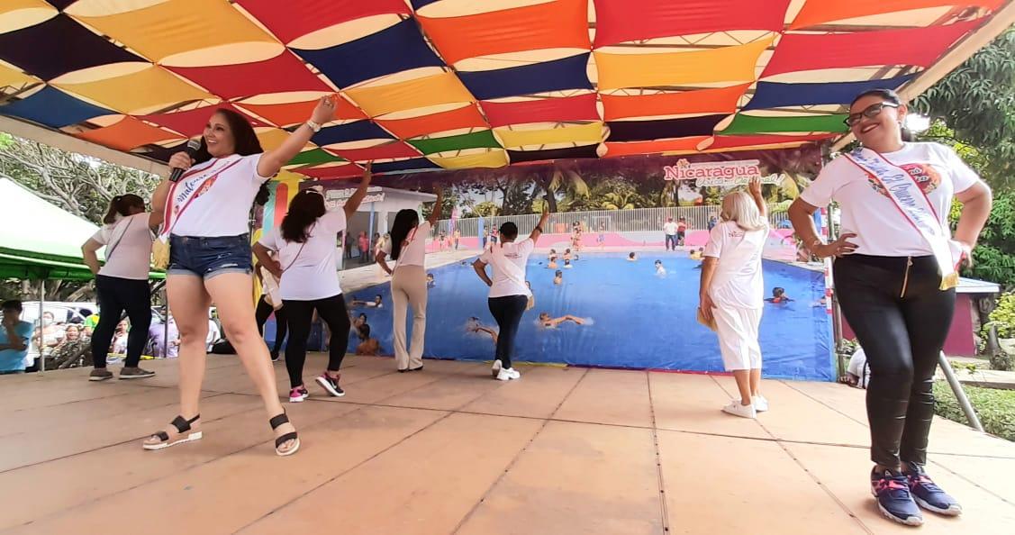 Realizan pasarela Mamá turística en el Centro Recreativo Xilonem