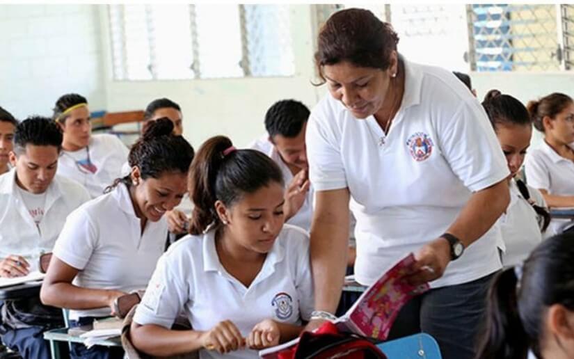 Reconocen trayectoria y labor educativa de las maestras en los centros de estudios de Managua