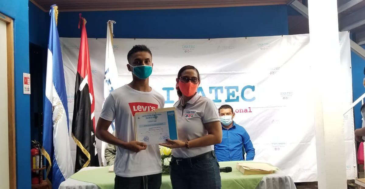 Centro Tecnológico de Masaya entrega certificados a estudiantes egresados
