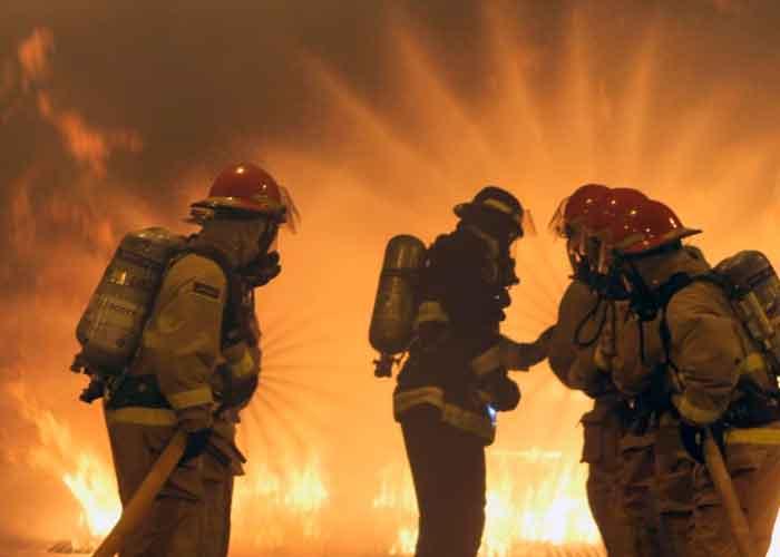 Apagón masivo provoca incendio en una planta de energía en Puerto Rico