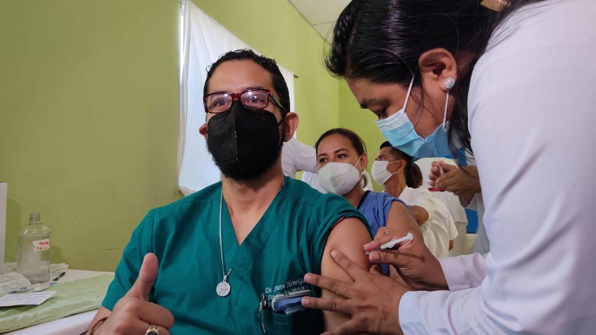 Aplican segunda dosis de vacuna contra la Covid-19 en Masaya