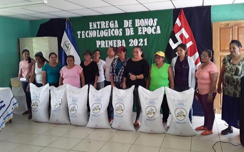 Más de 900 bonos tecnológicos se entregan en Managua para el ciclo de primera