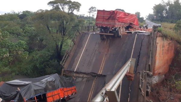 Colapsa puente en Paraguay dejando al menos dos muertos y varios heridos
