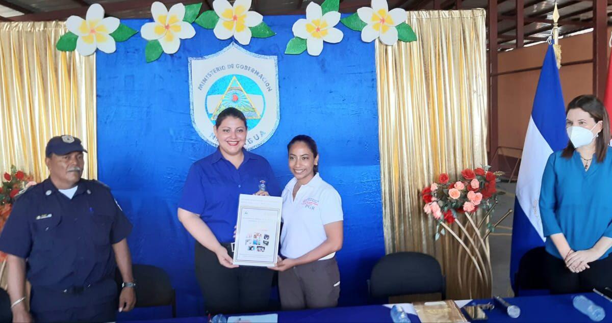 Entregan título de propiedad a estación de bomberos y oficina de migración en Nindirí