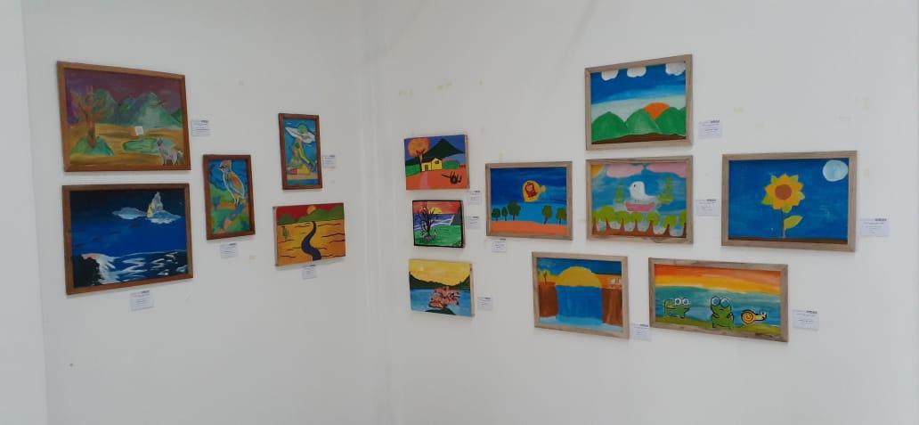 Exponen más de 80 cuadros pintados por niños, con mensajes de paz y medio ambiente
