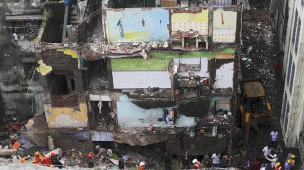 Más de 10 fallecidos deja el derrumbe de un edificio en la India