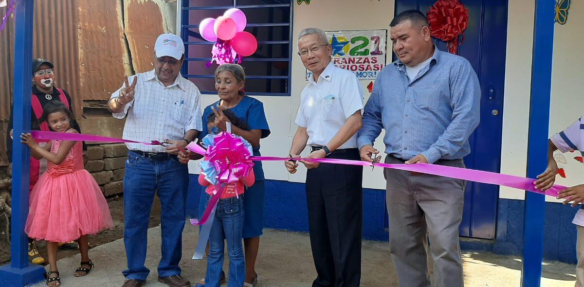 Familia de escasos recursos recibe casa nueva en el barrio Nueva Sabana Grande