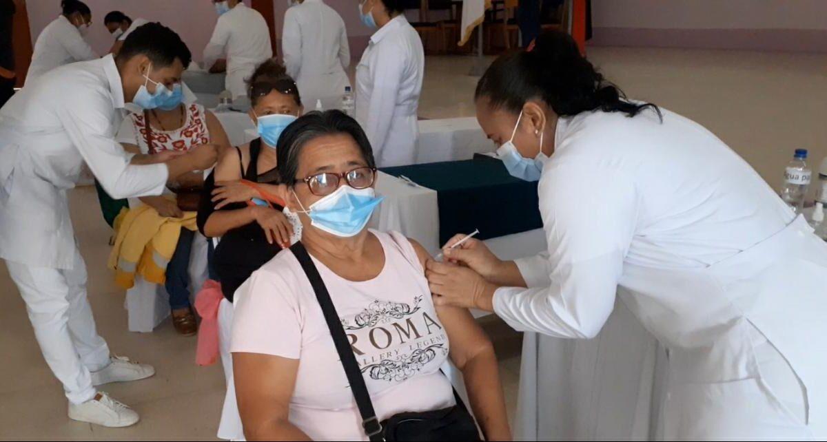 Habitantes de Carazo son inmunizados contra la Covid-19
