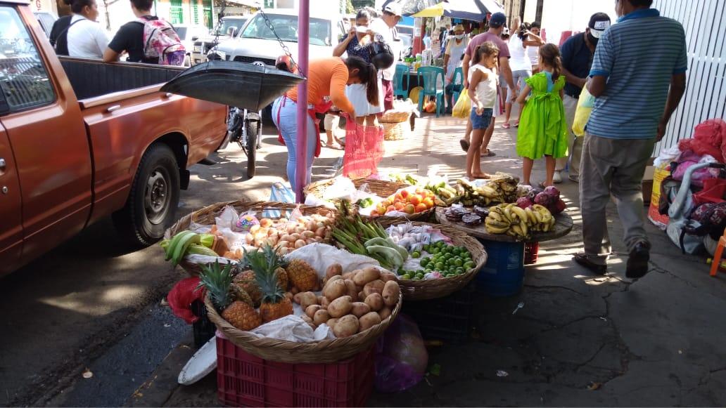 Hortalizas registran una baja en sus precios en mercado Candelaria