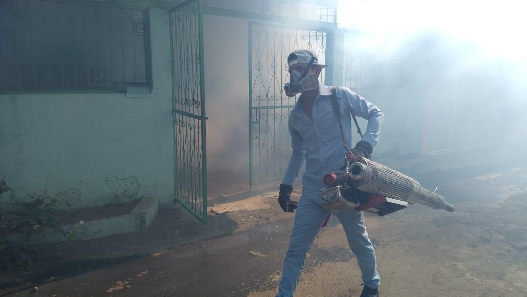 Jornada de fumigación mantiene bajo control enfermedades epidemiológicas