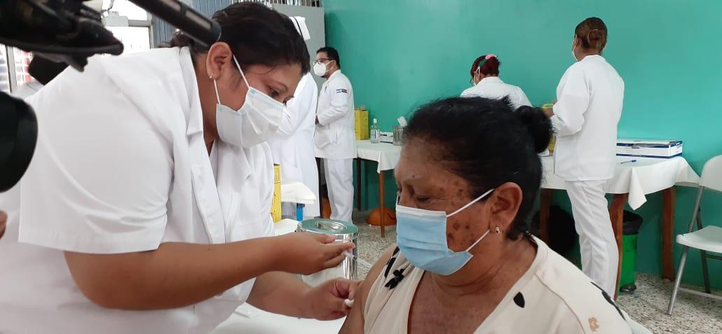 Mayores de 60 años completan esquema de vacunación contra la Covid-19