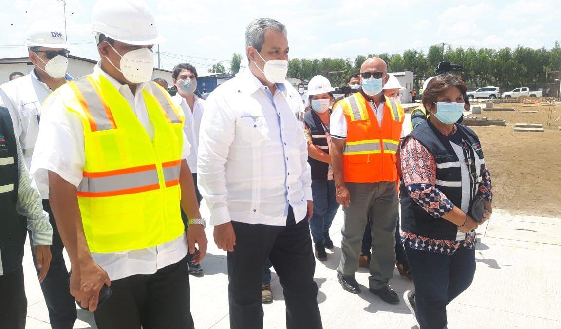 Autoridades del Minsa y presidente del BCIE realizan visita a hospital de Chinandega