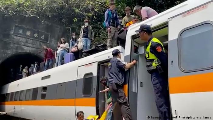 Al menos nueve muertos tras un accidente de tren en China