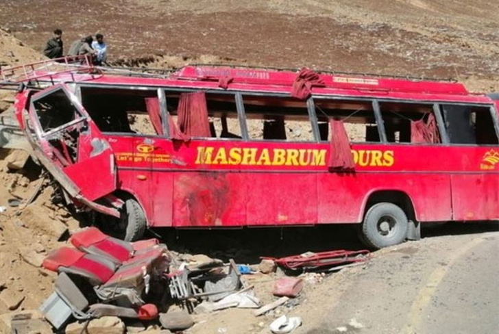 Pakistán: mueren al menos 20 musulmanes en accidente de autobús