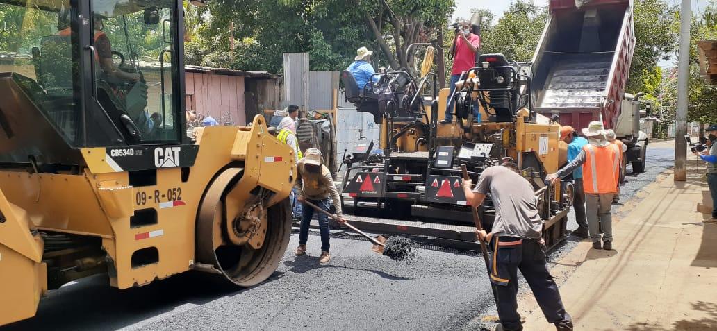 Pobladores del barrio Sector 17 estrenan calles de asfalto