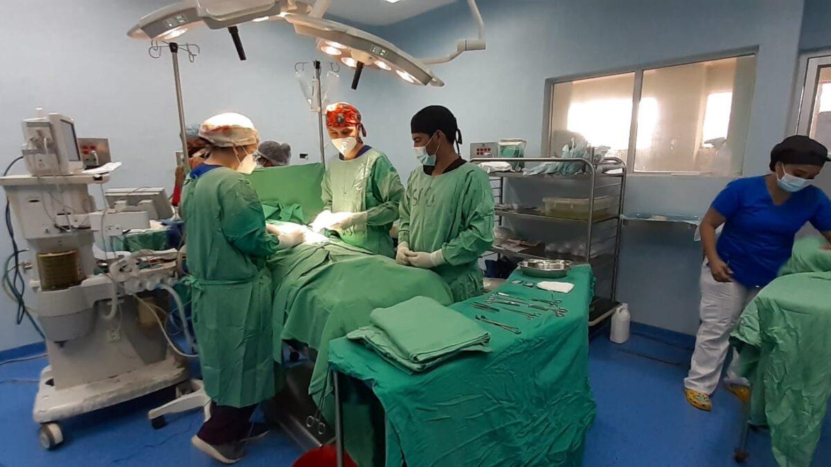 Jornada quirúrgica en el hospital La Mascota, conmemorando su 39 aniversario